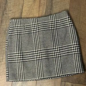 Houndstooth mini skirt NWT